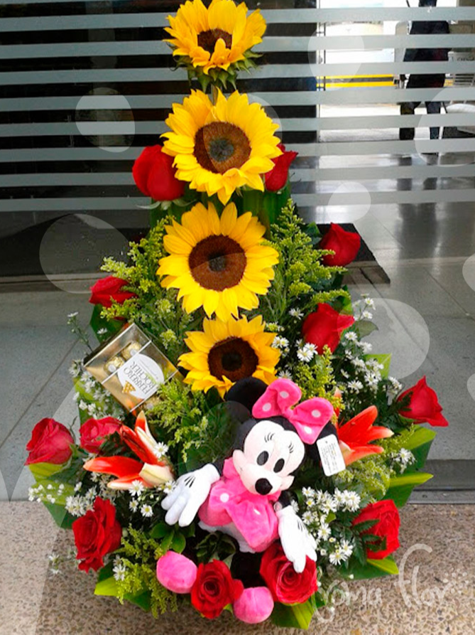PIRAMIDE DE 3 GIRASOLES CON CHOCOLATES Y PELUCHE