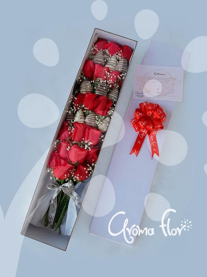 Caja en rosas fresas con chocolate