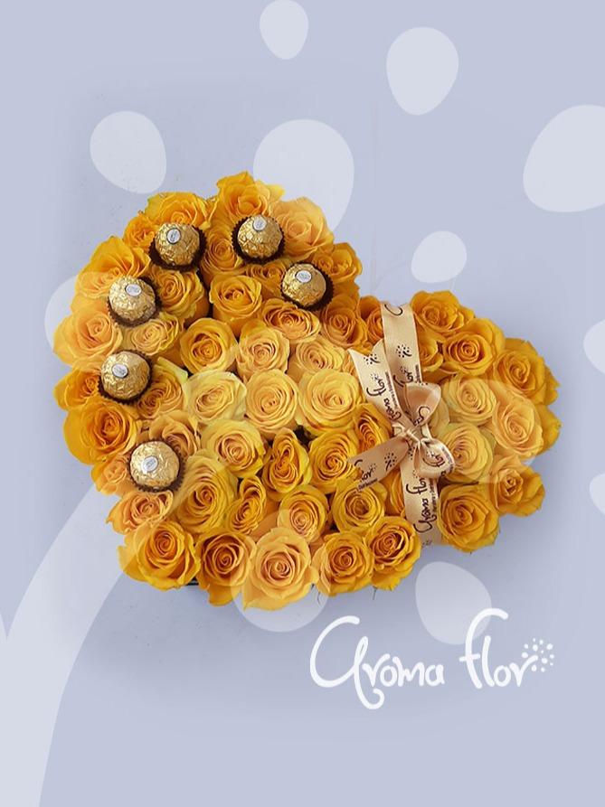 Caja de corazón en rosas amarillas