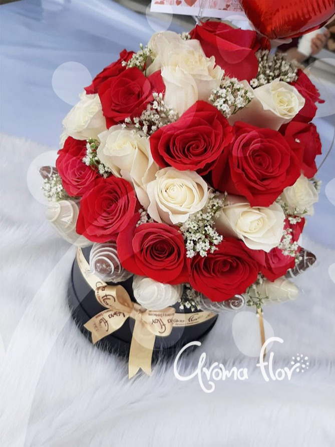Caja de Rosas y Fresas