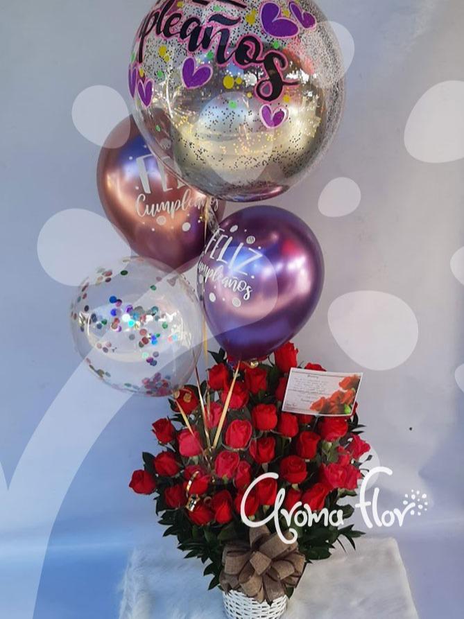 Tridente de amor en Rosas rojas y globos
