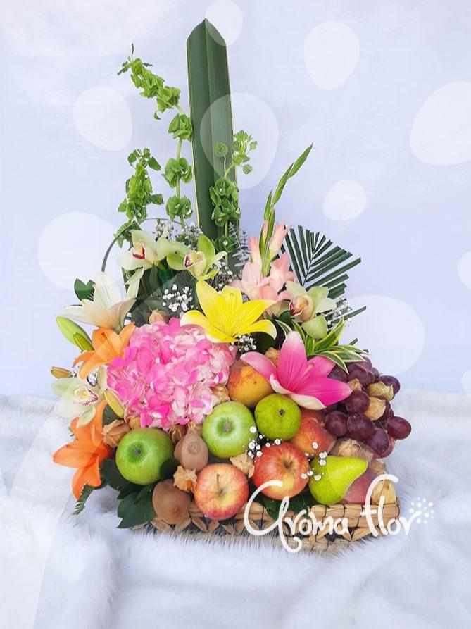 Frutero y flores